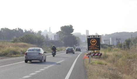 Un camió al peatge de l'AP-2 a les Borges Borges després d'abandonar l'N-240.
