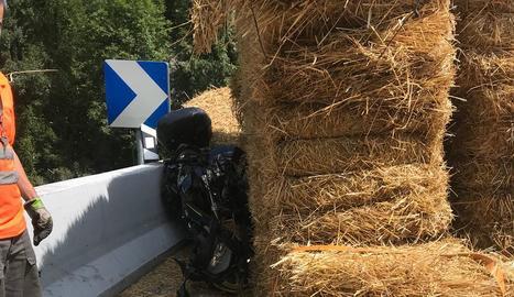 L'accident entre la motocicleta i el tractor es va produir en un revolt de l'N-230.