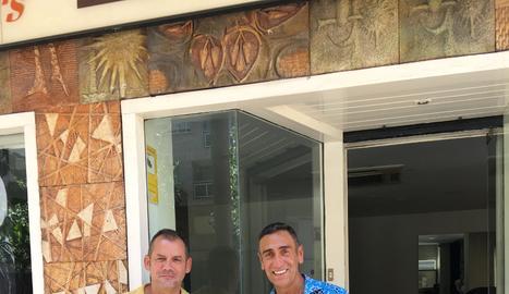 Joan Calutxo i Manel Montes amb el Rgeibi, de 12 anys.