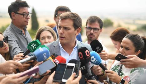 Albert Rivera ahir, atenent els mitjans a Còrdova.