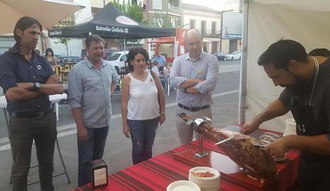 Inauguració ahir del certamen, amb l'alcalde, Jordi Ignasi Vidal.