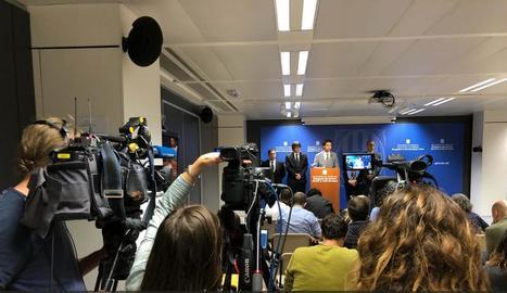 Carles Puigdemont i el conseller Jordi Puigneró, ahir en roda de premsa a Brussel·les.