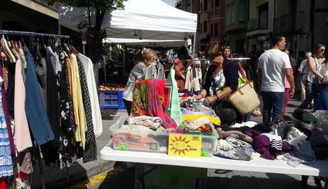 Quaranta comerços de La Seu participen al mercat de rebaixes