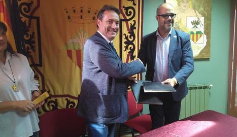 El conseller d'Interior i l'alcalde d'Almacelles signen un conveni de col·laboració en matèria de seguretat