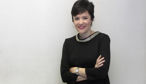 La lleidatana Ares Escribà dirigeix el programa 'Connecti.cat', que s'emet per Lleida TV.
