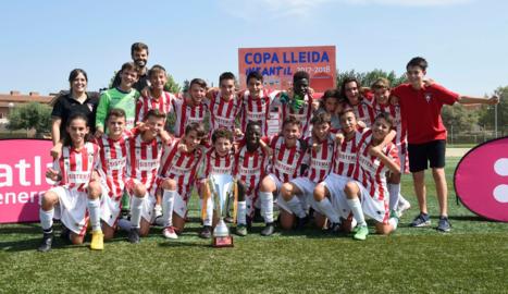 L'equip de l'Atlètic Segre, guanyador de la Copa Lleida infantil.