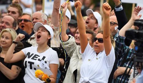 Partidaris de la ultradreta, eufòrics en un acte de campanya.