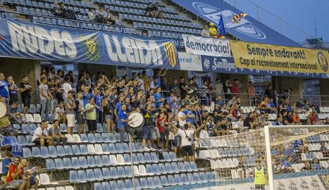 El Gol Nord del Camp d'Esports va animar i empènyer l'equip per aconseguir la remuntada.