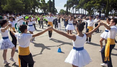 El 34 Concurs Nacional de Colles Sardanistes va reunir uns dos-cents dansaires de dinou colles.