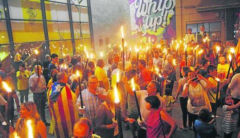 La Marxa de Torxes de Lleida ciutat va reunir més d'un miler de participants.