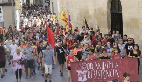 La manifestació de l'esquerra independentista, ahir al passar per davant de la Catedral.