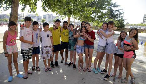 Alumnes d'un col·legi de Lleida l'últim dia de classe del curs passat, el 22 de juny.