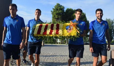 Els capitans del Lleida van assistir ahir a l'ofrena de la Diada.