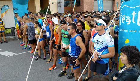 Els atletes participants es disposen a prendre sortida.