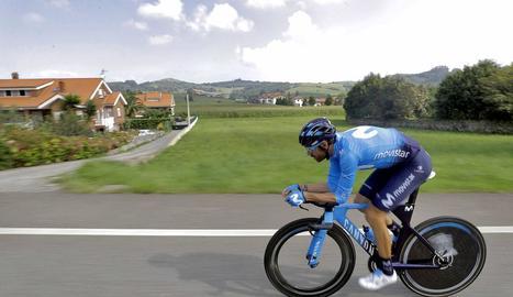 Alejandro Valverde, en plena acció durant la crono d'ahir.