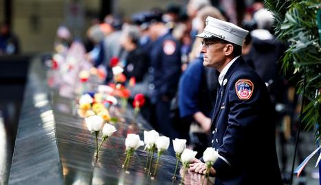 Participants en l'homenatge a les víctimes de l'11-S, ahir, a Nova York.