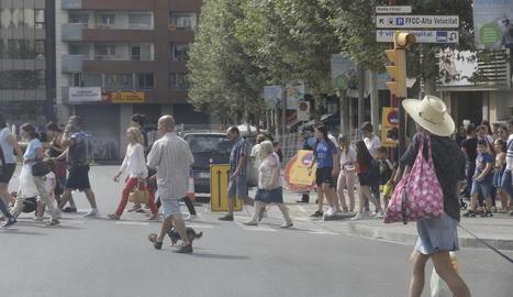 Les obres del carril bici dificulten l'accés a diversos centres educatius de la capital.