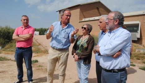Sargatal, amb els alcaldes de Vila-sana i Ivars i els presidents del consell del Pla i la Diputació.