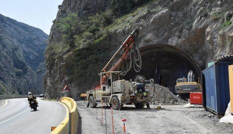 De moment, els operaris han pogut excavar els primers nou metres de la boca nord.