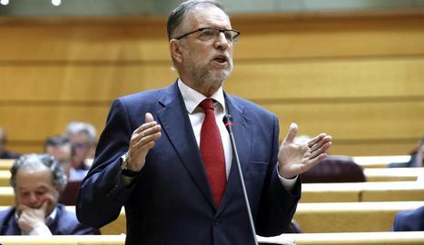 El socialista Marcelino Iglesias va defensar ahir la posició del seu partit a la moció al Senat.