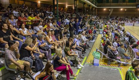 El pavelló de la capital de les Garrigues es va omplir per veure el partit davant de blaugranes i serbis.