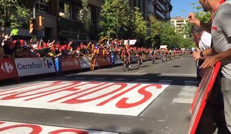 El belga Wallays sorprèn els esprinters a la meta de Lleida