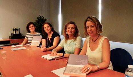 Un moment de la presentació de la guia d'assistència al part a casa, ahir a Lleida.