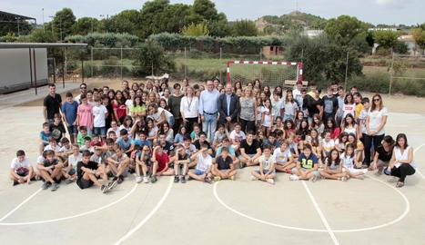 Foto de família dels alumnes de l'institut d'Alpicat, que va inaugurar dimecres el segon curs.