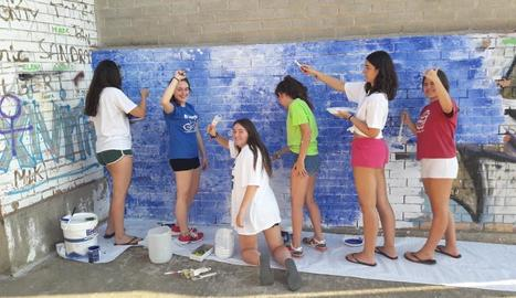 Joves voluntaris han portat a terme obres de millora a sis localitats de les Garrigues.