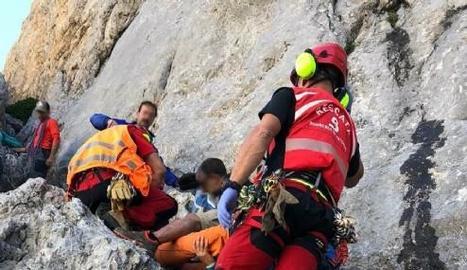 Moment del rescat del bomber de la Seu.