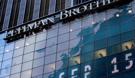Logotip del banc Lehman Brothers a la seu mundial de la companyia (Nova York), d'arxiu.