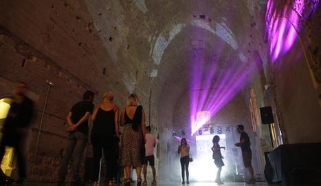L'edifici de la Canonja de la Seu Vella va acollir les sessions de música i arts visuals de la Nit Sonora.