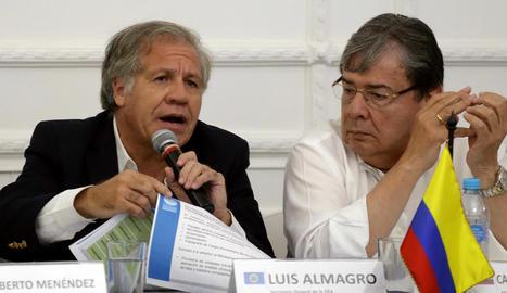 Luis Almagro (e) i el ministre colombià, Carlos Holmes Trujillo.