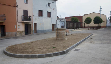 El pou de Vilagrassa és una rèplica del que hi ha a Agramunt.