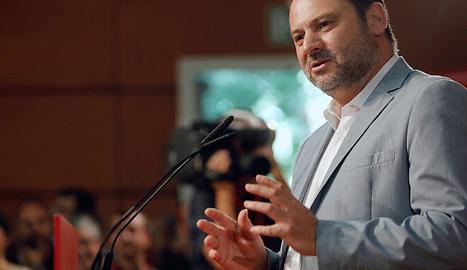 El ministre de Foment, José Luis Ábalos, ahir a València.