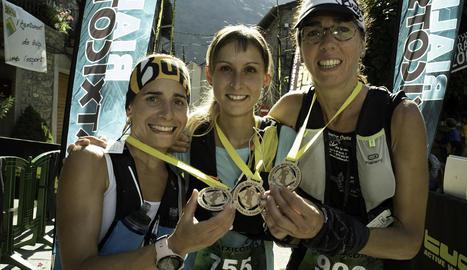 Els podis masculins i femenins de l'última jornada de la novena edició de la popular carrera de muntanya pallaresa.