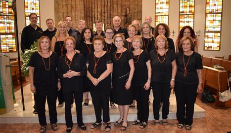 Per a l'ocasió, els membres de la Frescor es van vestir de negre amb un complement taronja