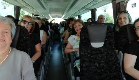 Familiars i amics van acompanyar la coral amb autocar.