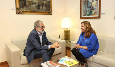 L'alcalde, Fèlix Larrosa, i la directora de la fundació, Ana Vallés.