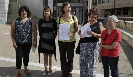 El Grup Dones de Lleida va presentar ahir la denúncia.