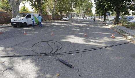 Operaris es van fer càrrec de la retirada dels cables.