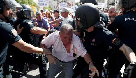 Sánchez, ahir, va exercir d'amfitrió a la Moncloa a un grup de ciutadans.