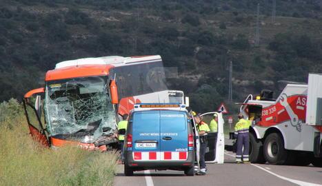 L'autocar implicat en l'accident.