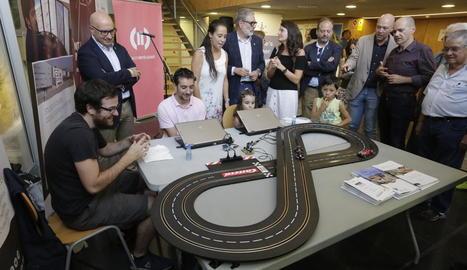 L'Obert inclou aquest projecte científic que permet moure un cotxe de Scalextric amb la ment.