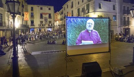 Lluís Puig, dirigint-se de forma virtual als veïns de Cervera en l'inici de les festes.