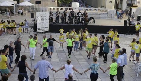 Celebració del 52 Aplec de la Sardana ahir a la plaça Sant Joan.