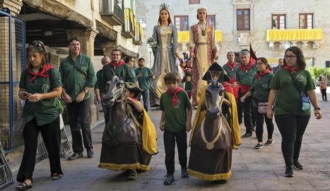 L'Anada a Ofici, les associacions i el bestiari van acompanyar les autoritats locals a Sant Antoni.