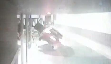 VÍDEO. Perd el control del cotxe a Reus i dona positiu en alcoholèmia