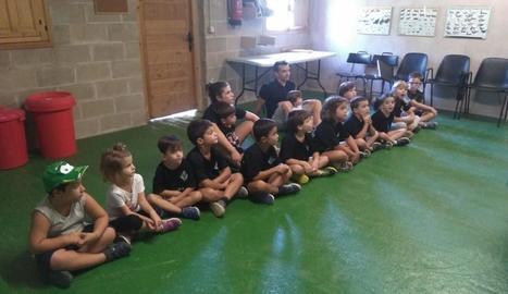 Escoltant les explicacions del guia al centre de recuperació de Fauna de Vimferri.