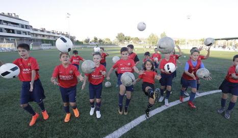 Nova temporada del Barça Academy de Torrefarrera - El Complex Esportiu del Segrià, a Torrefarrera, va donar ahir inici a una nova temporada d'entrenaments de perfeccionament del Barça Academy. La de Torrefarrera és una de les 5 que el Barça  ...